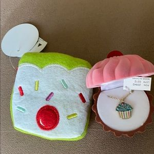 Adorable Cupcake Necklace & Felt Coin Purse